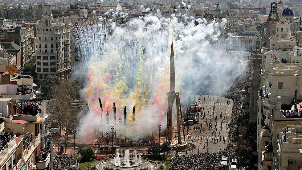 La 'nit de la Cremà' pondrá fin a las Fallas más concurridas de Valencia