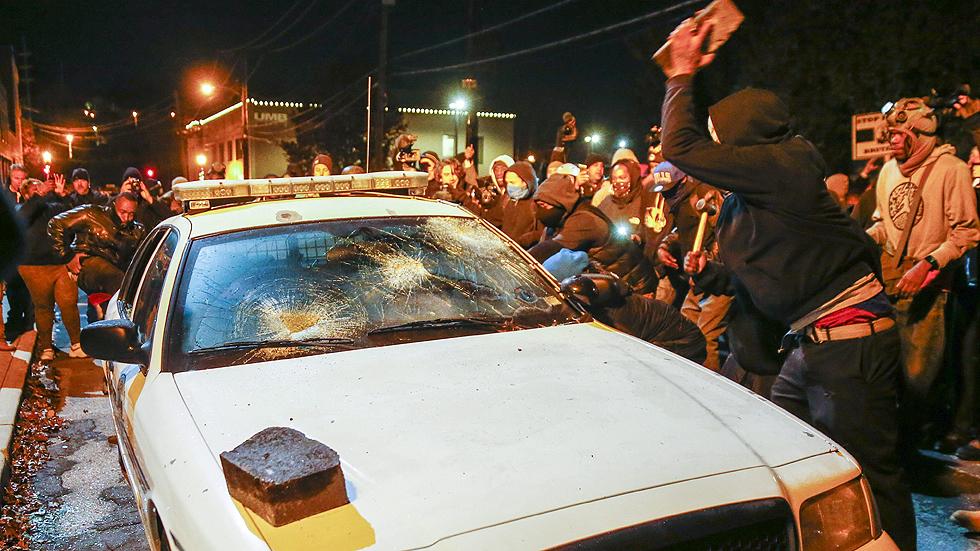 Segunda noche de disturbios y manifestaciones en EE.UU. tras la exoneración del policía que mató a Brown