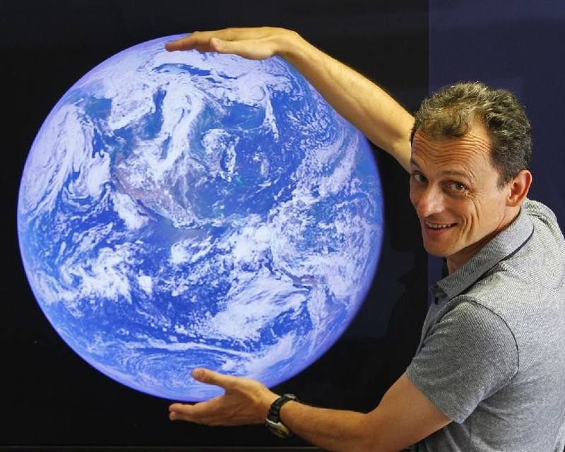 Nuestro más prestigioso astronauta, Pedro Duque, participa en la nueva temporada de 'Órbita Laika'
