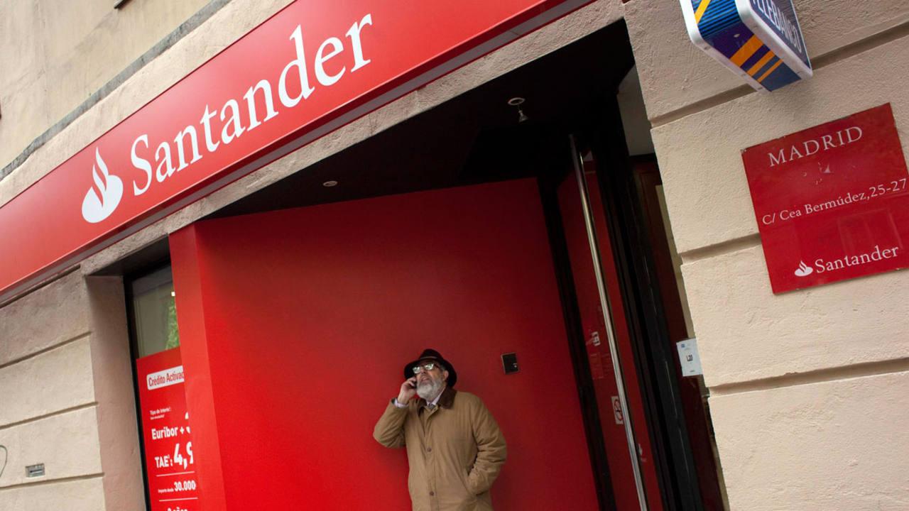Falsa alarma en el banco santander tras recibir unos for Oficina santander madrid