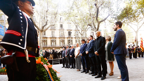La ofrenda floral ante el monumento a Rafael Casanova inicia los actos de la Diada