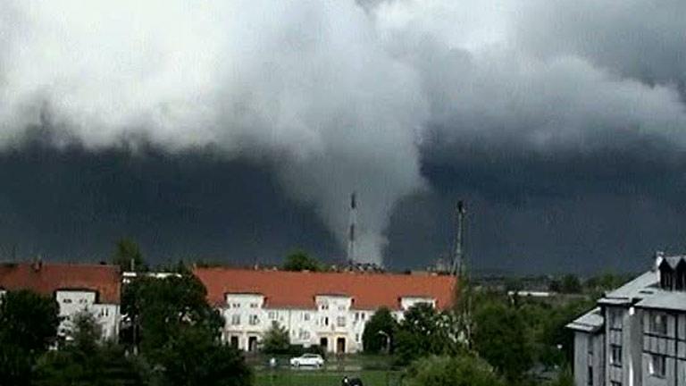 Una ola de tornados causa al menos un muerto en Polonia