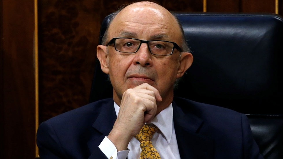 La oposición en pleno pide responsabilidades políticas a Cristobal Montoro