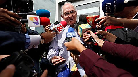 El opositor venezolano Antonio Ledezma escapa de su arresto domiciliario y sale de Venezuela