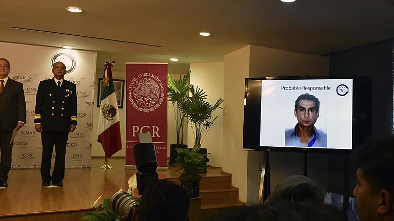Las autoridades mexicanas distribuyen las imágenes de la detención del exalcalde de Iguala y su mujer