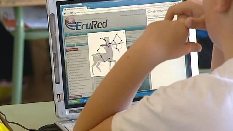 En Ariño, Teruel, se resisten a renunciar al uso de ordenadores en las escuelas