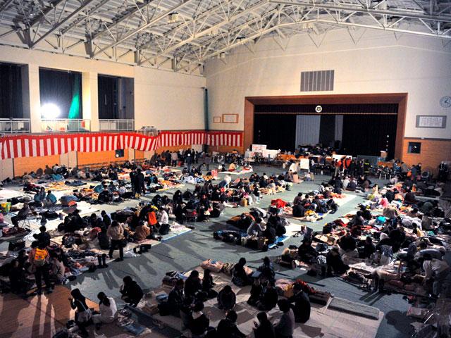 La organización y civismo de Japón permite atender a cientos de miles de evacuados