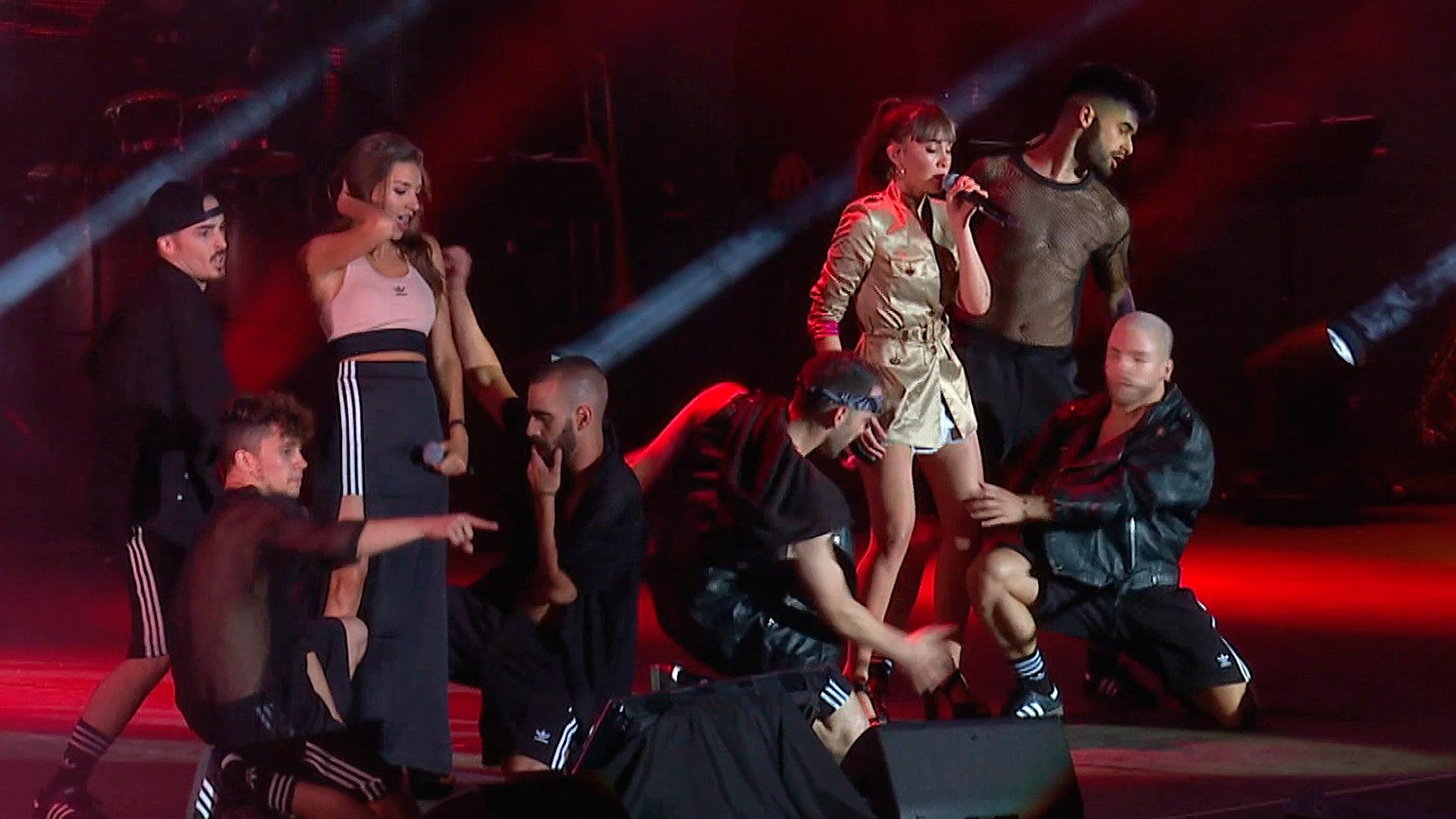 Aitana y Ana Guerra cantan 'Lo malo'