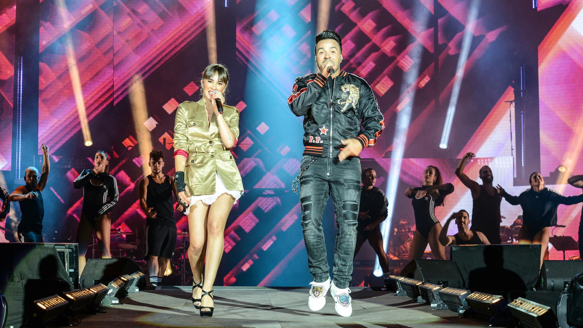 Luis Fonsi canta con Aitana 'Échame la culpa'
