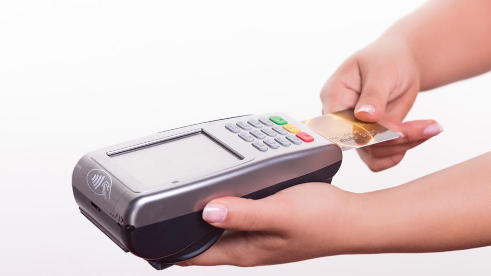 Los pagos con tarjeta siguen creciendo frente al dinero en metálico