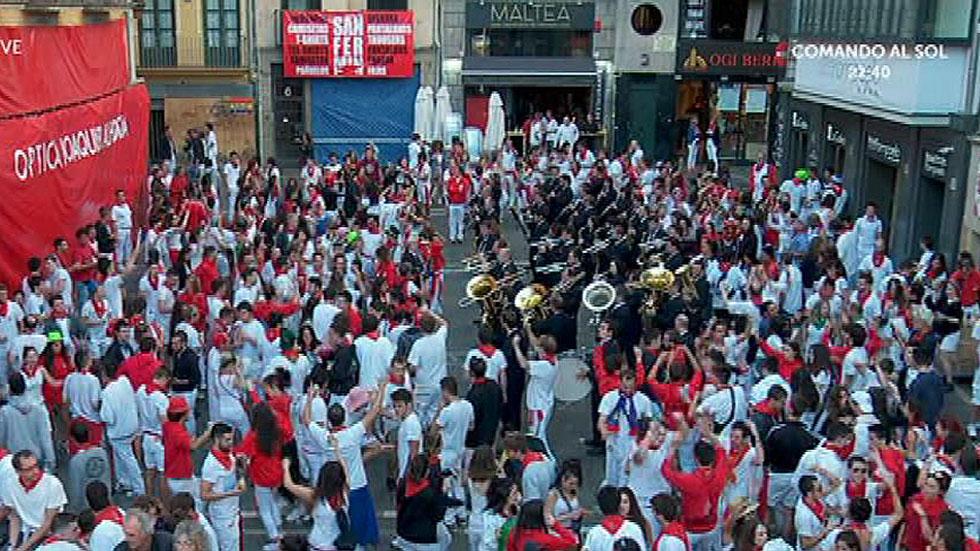 La Pamplonesa despierta a la ciudad con su música en las dianas antes de cada encierro