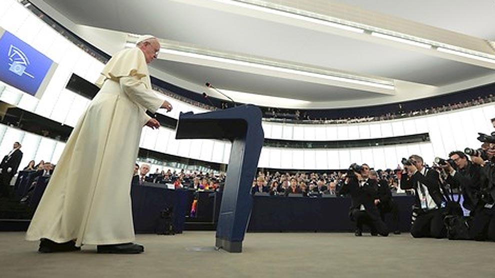 """El papa, a los eurodiputados: ¿Qué dignidad puede tener un hombre que no tiene para comer?"""""""