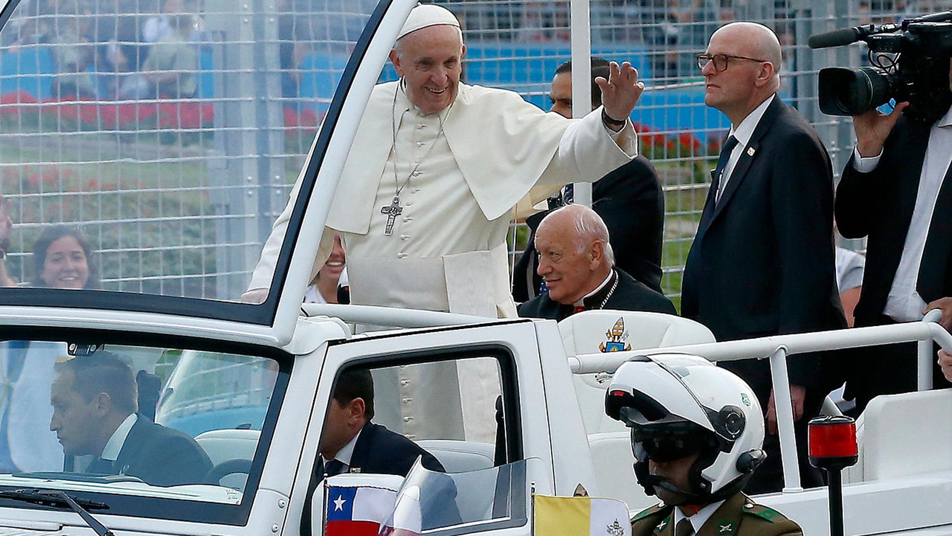 El papa Francisco ha iniciado el lunes un viaje oficial que lo llevará a Chile y Perú