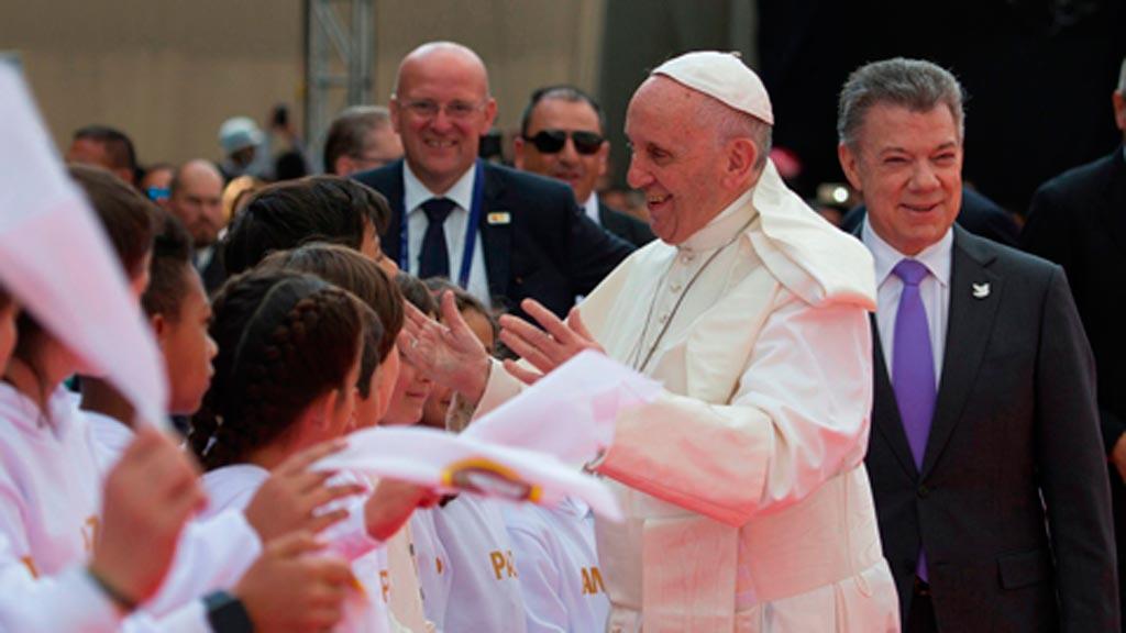 El papa Francisco llega a Colombia con un mensaje de paz y reconciliación
