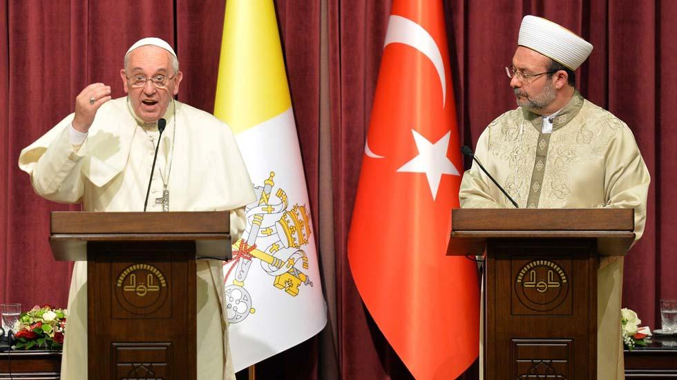 El papa abre su visita en Turquía con una denuncia a los fundamentalistas