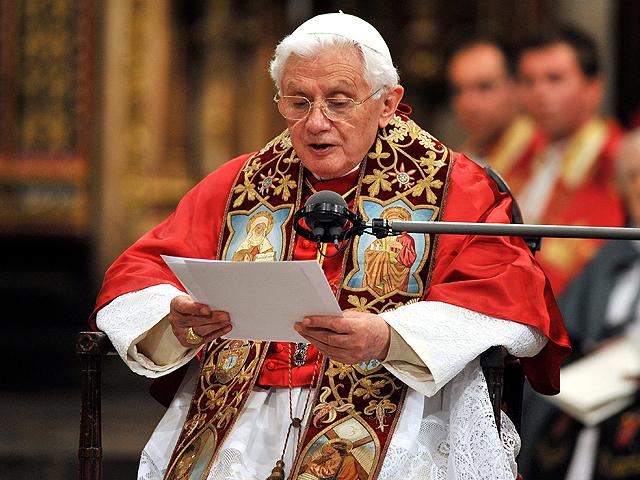 Benedicto XVI, pidiendo por la unidad de los cristianos en Londres