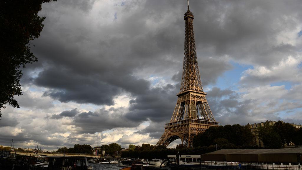 Paris se da trece años, hasta 2030, para sacar los coches de gasolina de sus calles