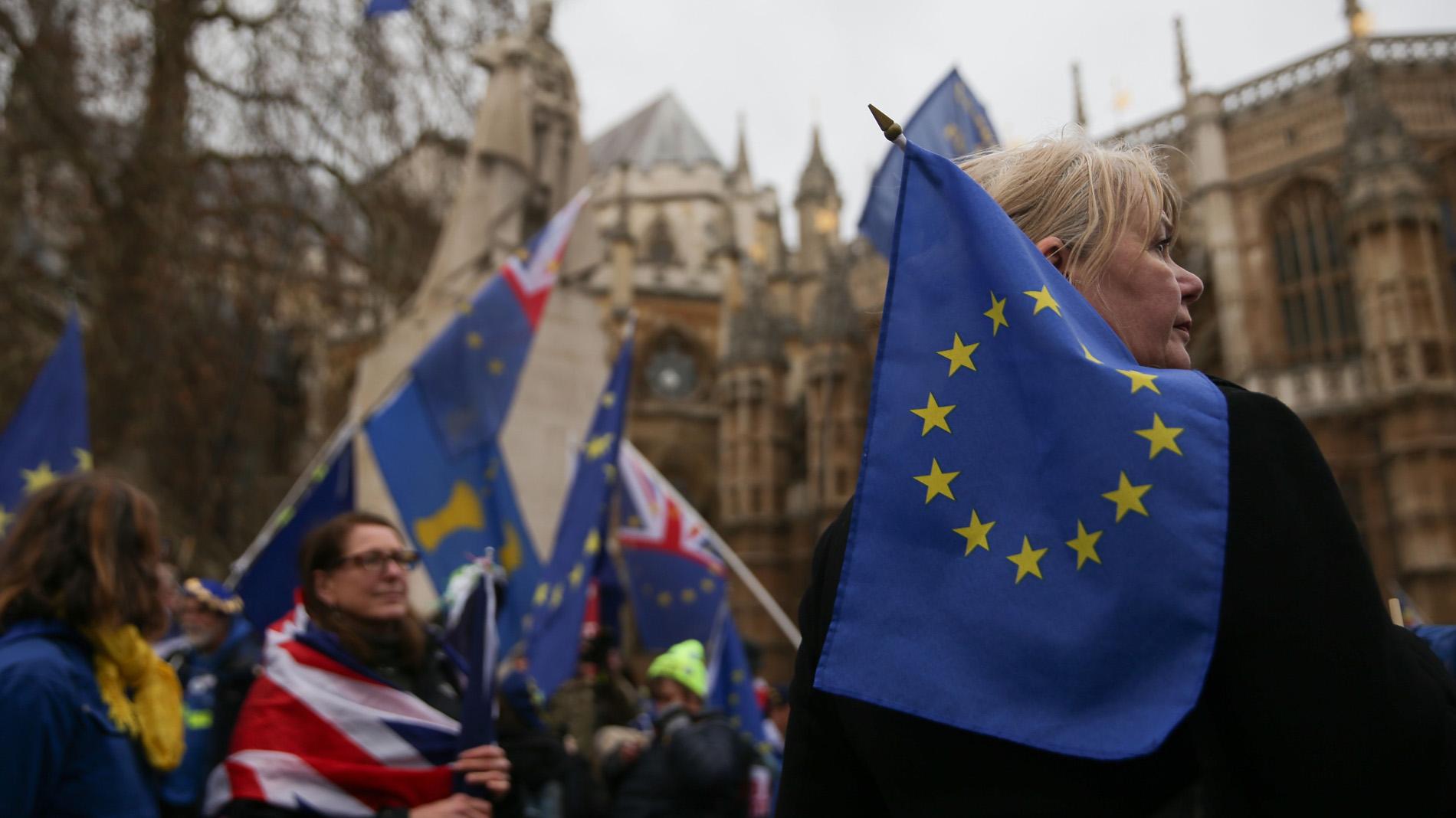 May afronta una votación decisiva de su acuerdo del 'Brexit' en el Parlamento