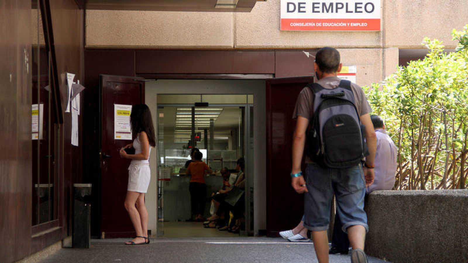 El paro baja en julio en 27.000 personas, la cifra más baja desde diciembre de 2008