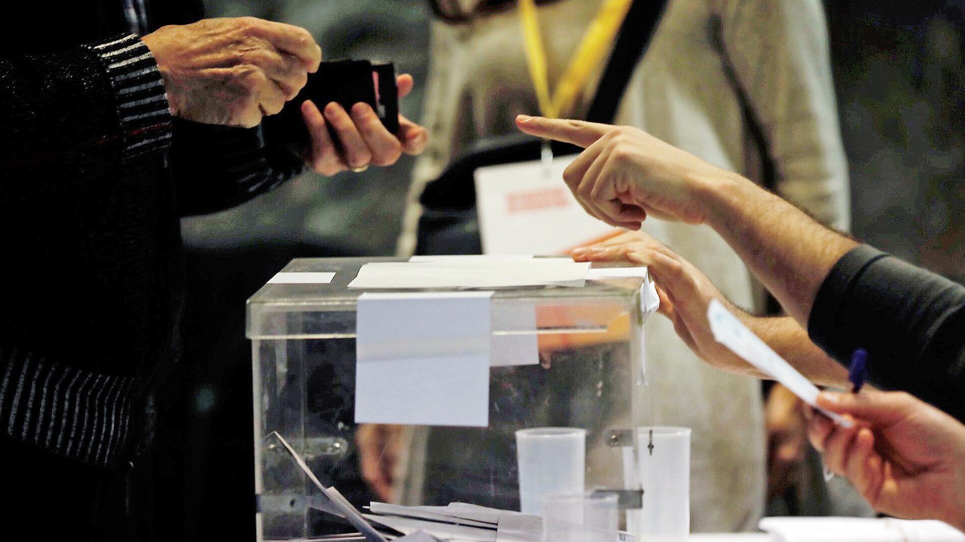 La participación a las 13.00 horas en las elecciones catalanas es del 34,69%, un 0,41% menos que en 2015