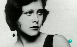 La 2 Noticias - 'La pasión de ser mujer', retrato de 12 mujeres que se rebelaron contra la norma establecida