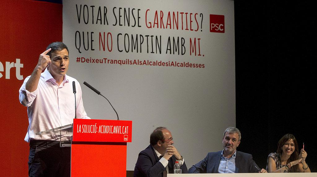Pedro Sánchez apoya a sus alcaldes en Cataluña y avisa de que ninguna amenaza les va a parar