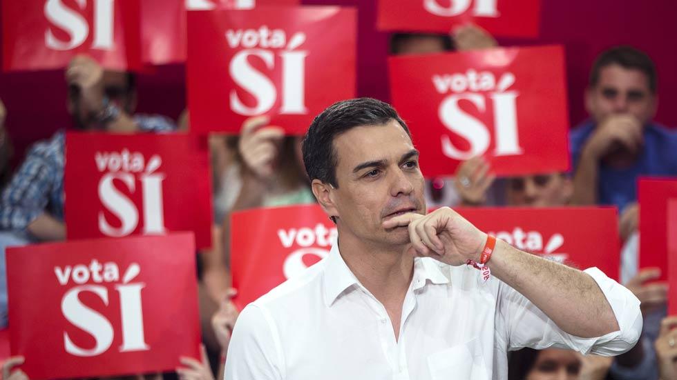 """Pedro Sánchez carga contra Iglesias en un mitin en Málaga: """"El socialismo se lleva en el corazón, no en un catálogo"""""""