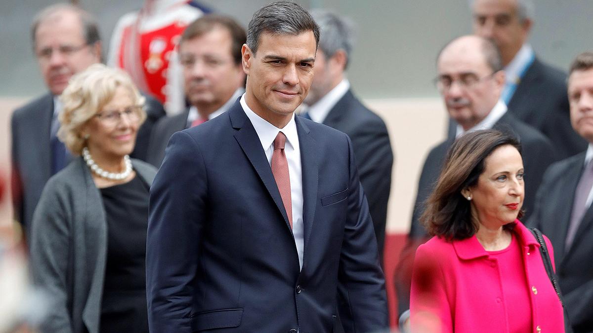 Pedro Sánchez, recibido con pitos y abucheos en el desfile del 12-O
