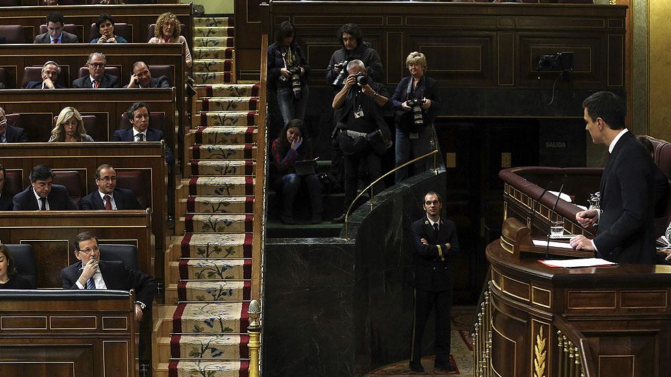 """Pedro Sánchez señala a Rajoy que la corrupción """"no afecta a todos"""" por igual"""