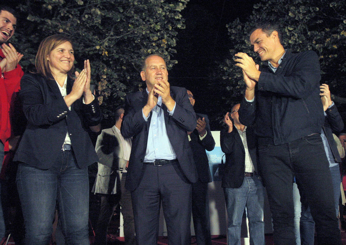 Pedro Sánchez y Xoaquín Fernández Leiceaga cierran la campaña del PSdeG en Santiago de Compostela