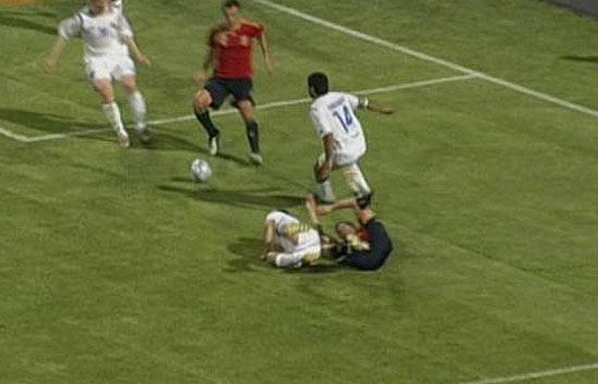Penalti y 'hat-trick' de Villa 0-3