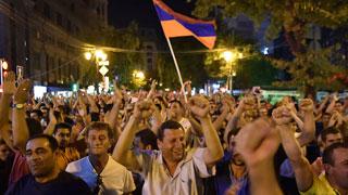 Miles de personas piden la liberación del líder opositor armenio
