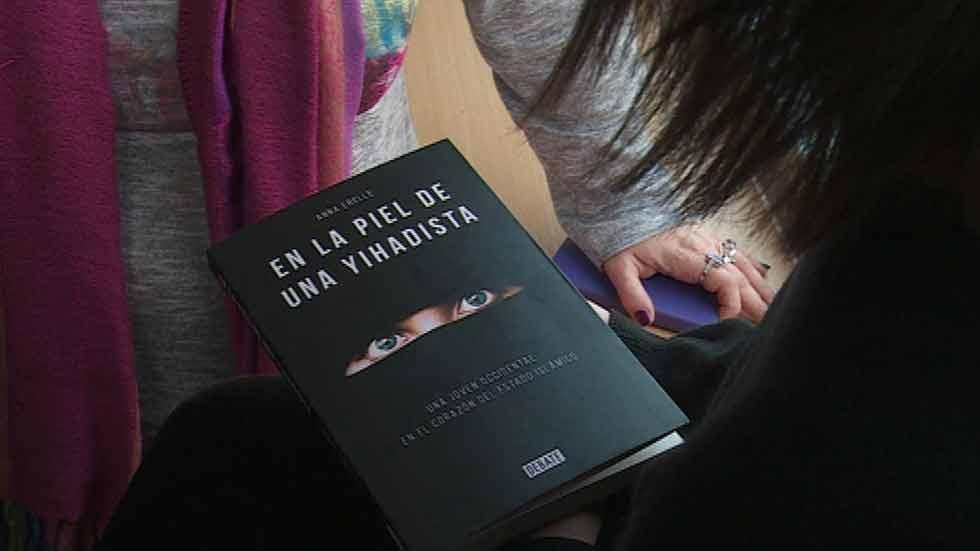 'En la piel de una yihadista', la obra de Anna Erelle que desvela los entresijos del Estado Islámico