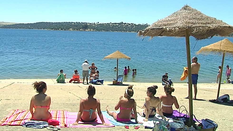 La 'playa' de Orellana la Vieja, en Badajoz, bandera azul por séptimo año consecutivo