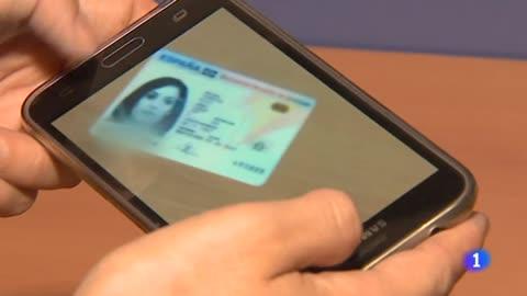 La Policía alerta del riesgo de compartir fotos del DNI a través de internet