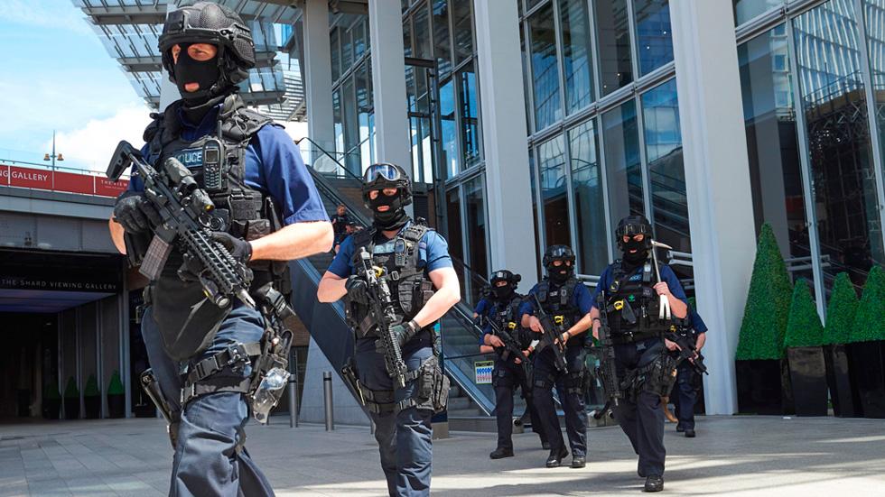"""Los policías que abatieron a los terroristas en Londres dispararon entre todos """"alrededor de 50 balas"""""""