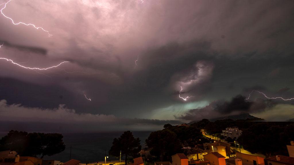 Precipitaciones intensas en el Cantábrico y tormentas en Pirineos