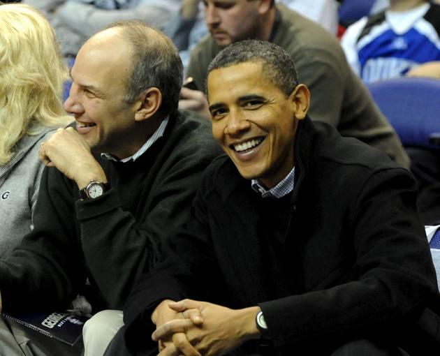 http://www.rtve.es/imagenes/presidente-eeuu-asiste-partido-entre-georgetown-duke-washington/1264891272991.jpg