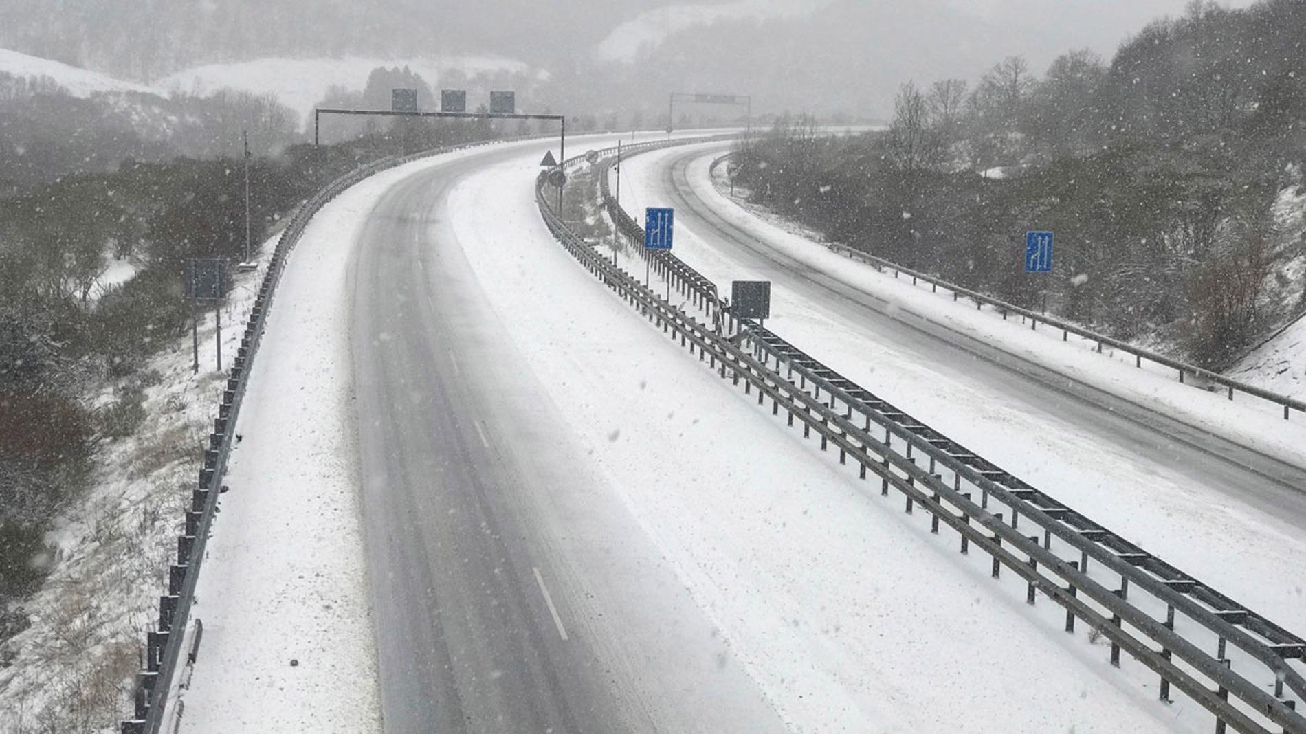 Previsión de nieve en las carreteras de la mitad norte e interior de España
