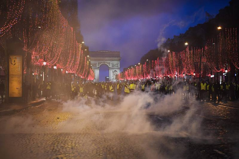Los 'chalecos amarillos' congregan a 125.000 personas en toda Francia