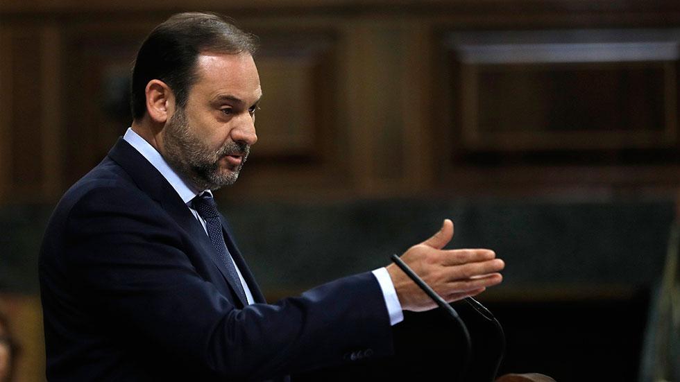 El PSOE cree que la moción de Podemos fortalece a Rajoy