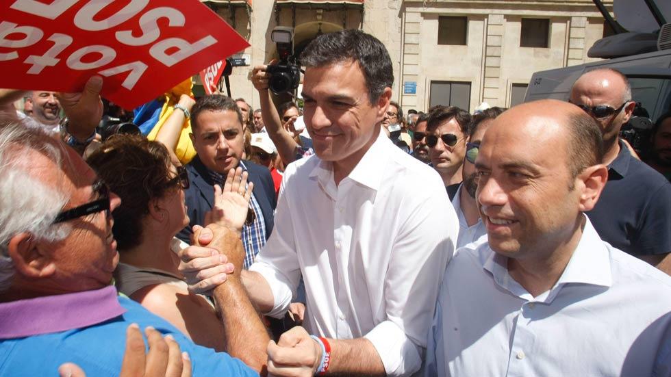 PSOE, Podemos y C's insisten en que el ministro de Interior debe dimitir y Rajoy lo defiende