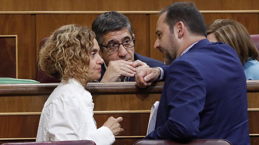 El PSOE vota en el Congreso contra de apoyar al Gobierno en su acción por el 1-O