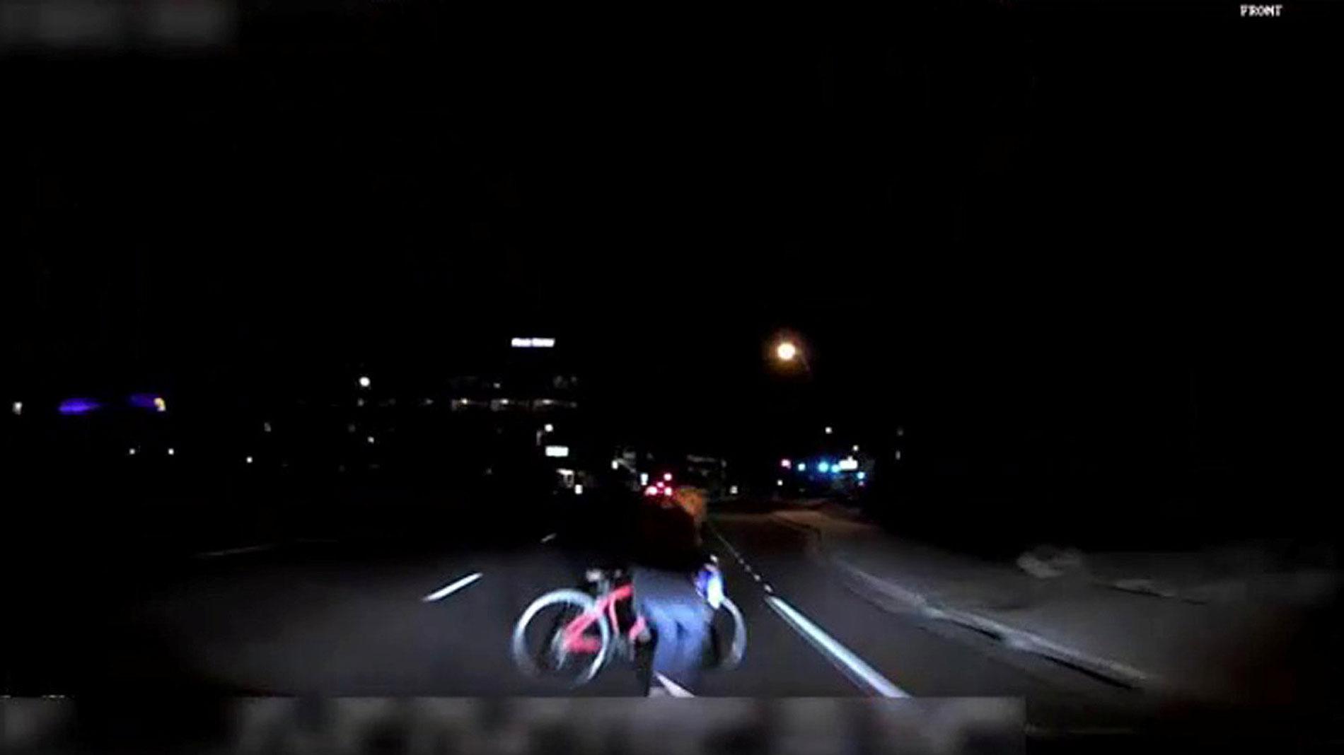 Publican los vídeos del atropello mortal de un coche autónomo de Uber