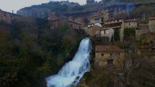 Aquí la tierra - Un pueblo hecho de agua
