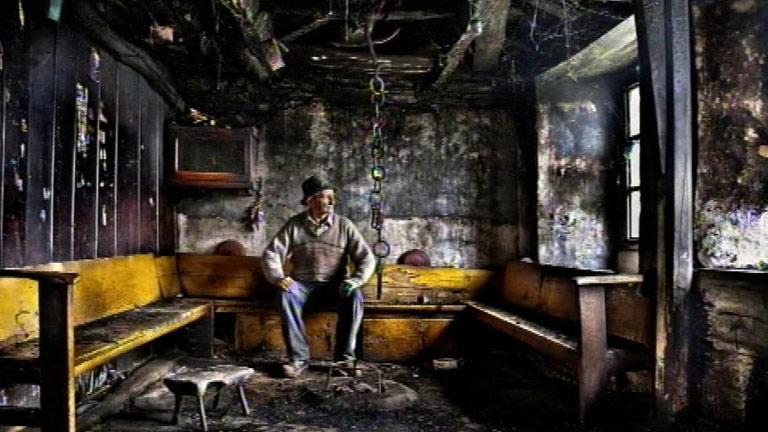 Vicente Ansola guarda en la fotografía la memoria de la pequeñas aldeas