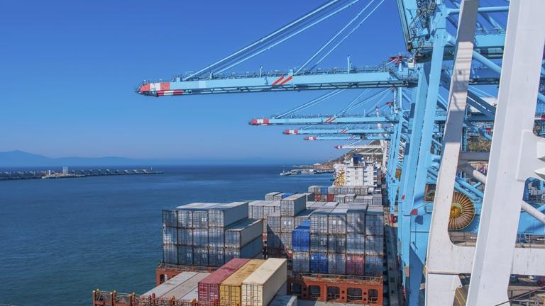 El puerto de Algeciras se prepara para poder descargar megabuques de 18.000 contenedores