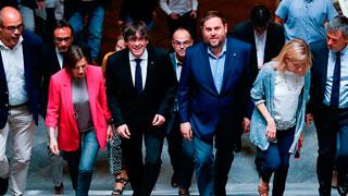 """Puigdemont dice a los alcaldes independentistas que """"el estado tiene alergia a las urnas"""""""