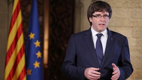 """Puigdemont llama al Parlament a decidir sobre el intento de """"liquidar"""" el autogobierno en Cataluña"""