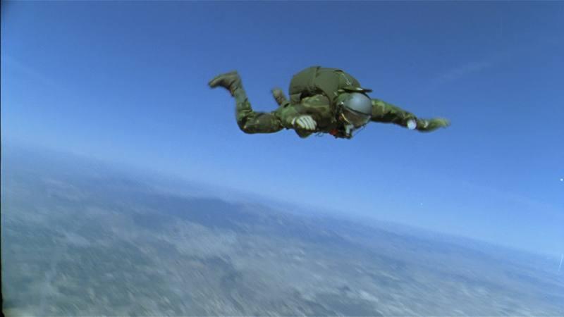 Queremos superar el salto en parapente desde un globo, que unos años antes realizó Laureano. El objetivo es ascender por encima de los 10.000 metros de altitud